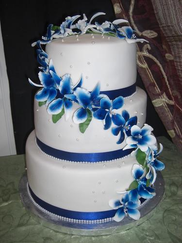 bridal style and wedding ideas: Royal Blue Wedding Cakes