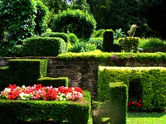 The Ingenious Cottage Garden at Chatsworth, Derbyshire (UGArdener) Tags: bedroom fireplace derbyshire tablecloth chatsworth englishgardens cottagegarden