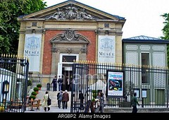 Paris, France, Tourists Outside, Musee du Luxembourg , Museum in Luxembourg Gardens, Front Entrance