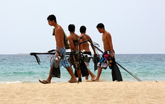 the fishermen (troutwerks) Tags: hawaii fishermen saturday atthebeach thebigisland kohala hapuna localboys spearguns nothaoles
