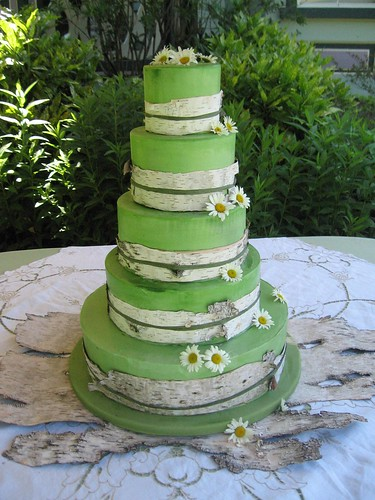 perfect outdoor wedding cake