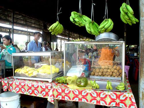 05.休息站賣著各式熱帶水果