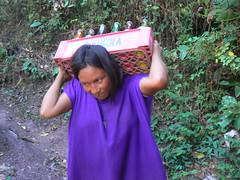 P1080033 (etipismana) Tags: mujer ashaninka morado gaseosa