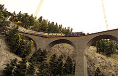 Viadukt Schweiz (loitz79) Tags: alps geotagged deutschland schweiz switzerland alpen deu modelrailway badenwrttemberg modellbahn viadukt gppingen elok mrklin electricengine stauferpark modellbahntreff mrklintage geo:lat=4871252498 geo:lon=969108938