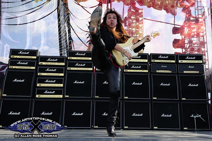 Yngwie Malmsteen live concert photo