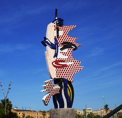 Barcelona ... Cap de Barcelona (Barcelona Head) ... sculpture made by Roy Lichtenstein. (RenateEurope) Tags: barcelona sculpture art love creativity spain barca live culture casioexilim 2009 molldelafusta in roylichtenstein ciutatvella barcelonahead capdebarcelona plazaantoniolopez yahoo:yourpictures=europeanmonuments