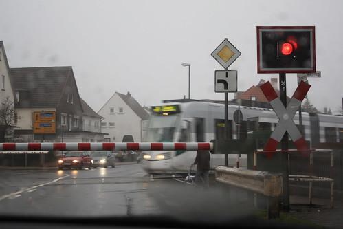 Bahnübergang mit Triebwagen
