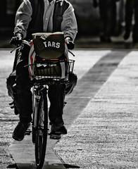 tars (paride de carlo) Tags: school people bike via aprile salento lecce 2010 scuola tars bicicletta cartella libertini