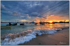 singapore - west coast - sunset (fiftymm99) Tags: sunset cloud boat nikon singapore cloudy wave westcoast singaporebeach fiftymm nikond300 westcoastsingapore fiftymm99 singaporemarine gettyimagessingaporeq1