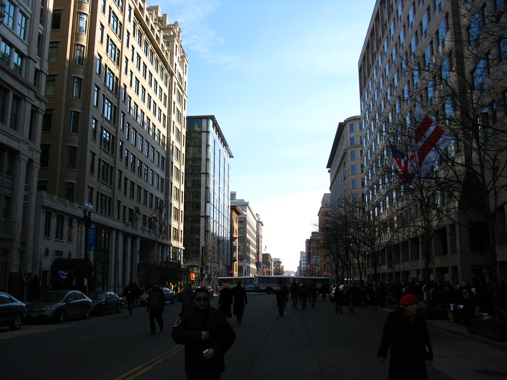 2009 01 20 - 0595 - Washington DC - F St approaching 12th St