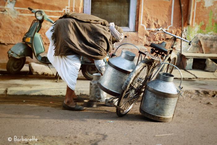 Il est 6h Jaïpur s'éveille -Le laitier-