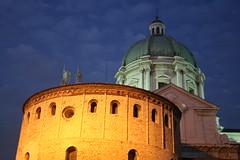 Le cupole (guess1958) Tags: new old italy church night square italia cathedral chiesa dome piazza duomo brescia lombardia vecchio notturno cattedrale nuovo paolovi cupole