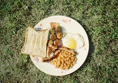 (bobby stokes) Tags: slr english film grass garden mushrooms bacon beans fuji toast egg natura full 1600 sausages fujifilm friedegg analogue feb bakedbeans fryup fullenglishbreakfast fujicolor cathkidston fullenglish natura1600 fujinatura1600 fujifilmnatura1600 fujicolornatura1600