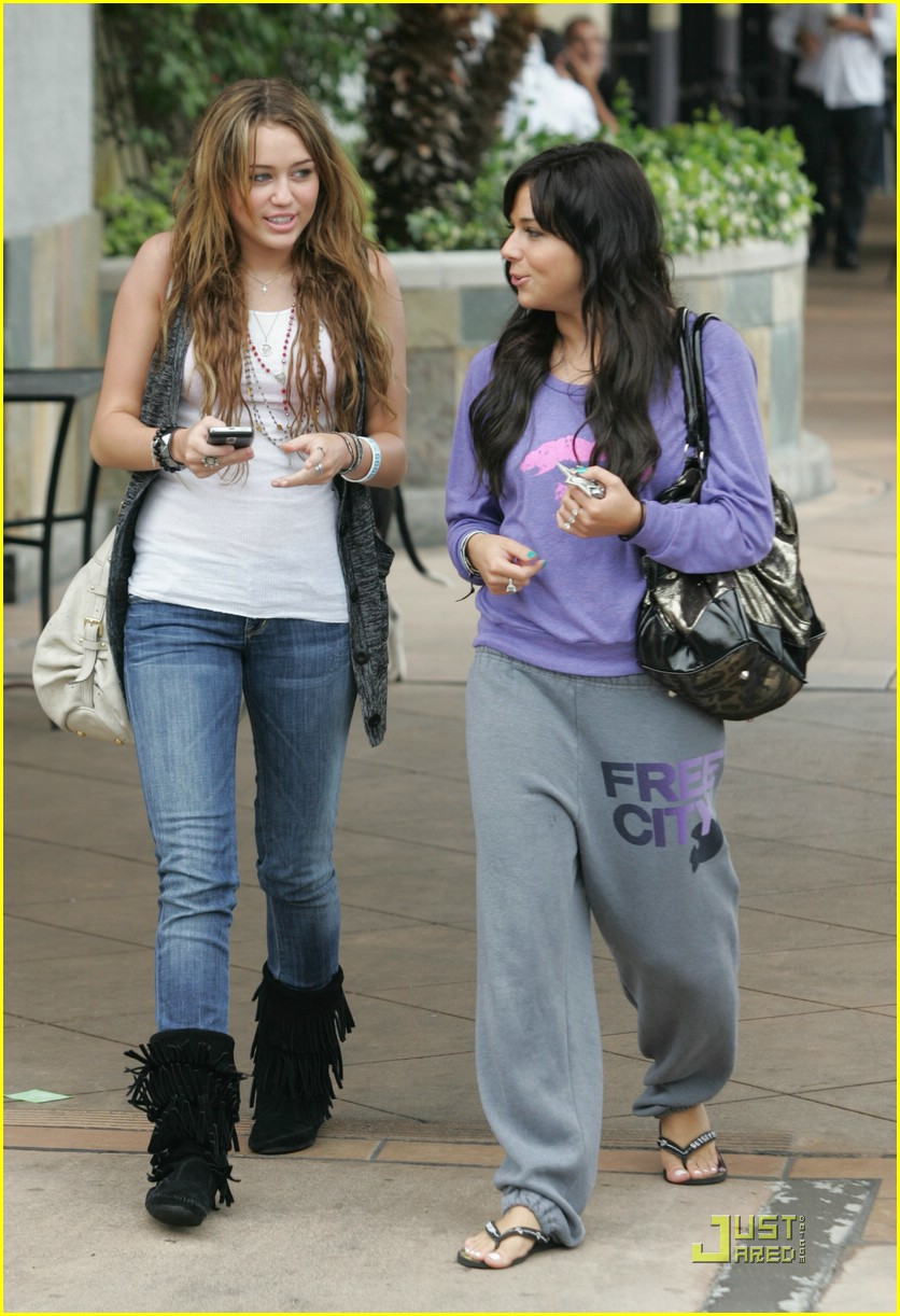 miley-cyrus-mandy-jiroux-lunch-06