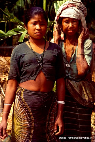 Women of TOTO Tribe-Totopara-Jalpaiguri-W. Bengal | Flickr - Photo ...