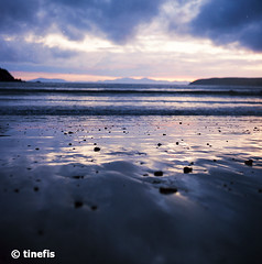 Titahi Bay (tinefis) Tags: ocean sunset newzealand film beach mediumformat bay shore nz wellington filmcamera solnedgång porirua titahibay wgtn mediumformatcamera newzealandphotos nzphotos nzimages newzealandpictures newzealandimages photosofnewzealand imagesofnewzealand picturesofnewzealand nzpictures