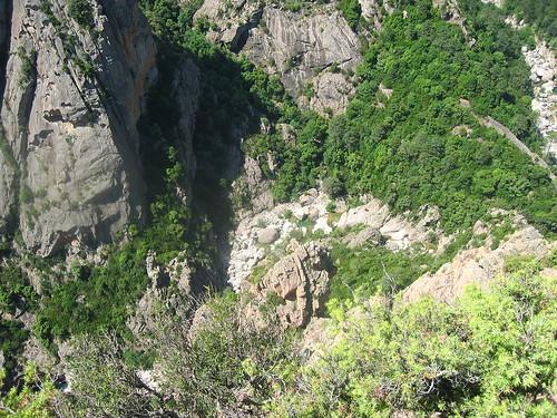 Départ de la Vacca (et du Grand ravin N des Ferriate) depuis le chemin de ronde du Castellu