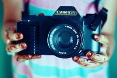 (5 y a l ~ ) Tags: camera cute canon hands tiny qatar  netfa 5yal