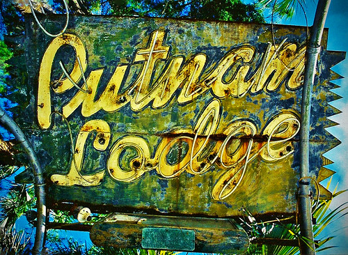 The Old Putnam Lodge Sign