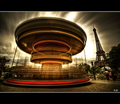 Twister Maker (Feo David) Tags: people david paris france tower art architecture clouds canon dark french photography eos photo arquitectura frankreich long exposure flickr cityscape tour place photos picture frana eiffel 5d frankrijk trocadero francia parijs pars manege hoya parigi caroussel feo nd400 mywinners carousselle asmeuk