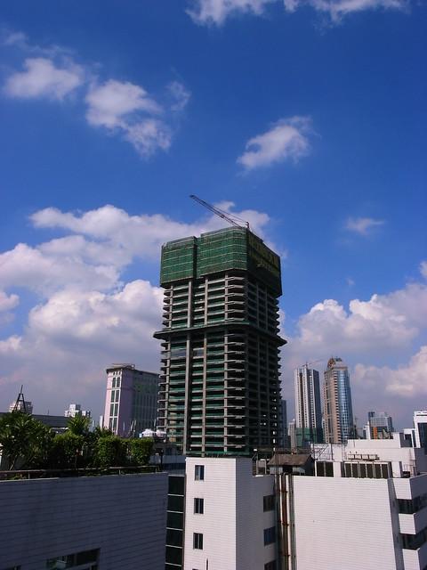 蓝天白云下的广州