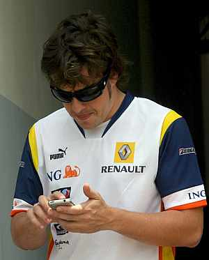 Fernando alonso con iphone