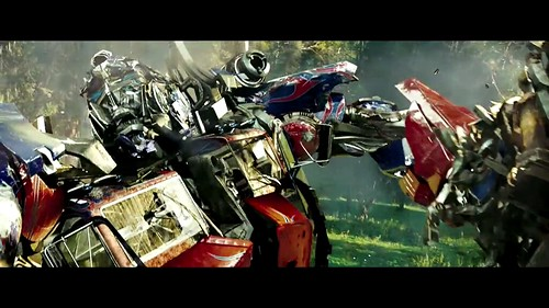 Trailer Transformers 2 puñete a Optimus Prime