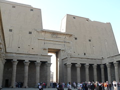 Egypte, temple d'Edfou, le pylne vu de l'intrieur (Marie-Hlne Cingal) Tags: temple egypt horus egypte ptolemaic misr edfou ptolmaque ptolme