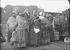 Royal Tour: Aboriginal women and children, Vancouver, BC, 1901