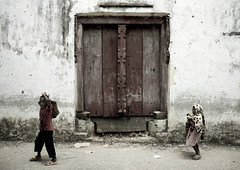Kids and old door in Pemba, Tanzania (Eric Lafforgue) Tags: voyage africa door wood travel people house building history horizontal architecture tanzania outdoors photography wooden carved kid photographie child african indian entrance culture historic carve doorway histoire porte maison oldbuilding bois archipelago swahili afrique pemba historique eastafrica entree pleinair tanzanian tansania buildingentrance tanzanya archipel tanzanie omani exterieur chakechake colorpicture placeofinterest 2524 photocouleur decrepi tansaania tanzanija afriquedelest   colourpicture     sculptee kidspassing  tanznija  tanzniy tananja