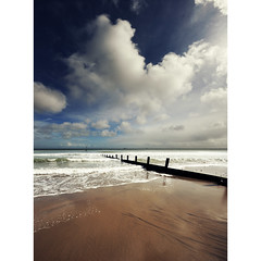 The humble cloud (cumulus humilis) (s0ulsurfing) Tags: ocean wood light sea wild sky cliff cloud sunlight seascape beach nature water beauty weather clouds contrast bay coast march wooden sand waves skies natural wind empty wide shoreline fluffy wave wideangle nopeople cliffs wash coastal filter shore foam cumulus coastline humilis grad groyne 2009 nube shanklin bold meteorology nephology 10mm wavelet sigma1020 nd4 sandownbay s0ulsurfing cumulushumilis aplusphoto vertorama eastwight vosplusbellesphotos welcomeuk