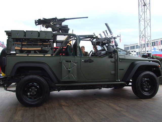 truck army design conversion jeep offroad 4x4 diesel military pickup prototype fav chrysler concept jt jk machinegun armedforces rollbar capable wrangler j8 recon fourbyfour lpv rollcage 2007jeep dpv lsv fastattackvehicle lightstrikevehicle jgms desertpatrolvehicle lightpatrolvehicle jeepj8