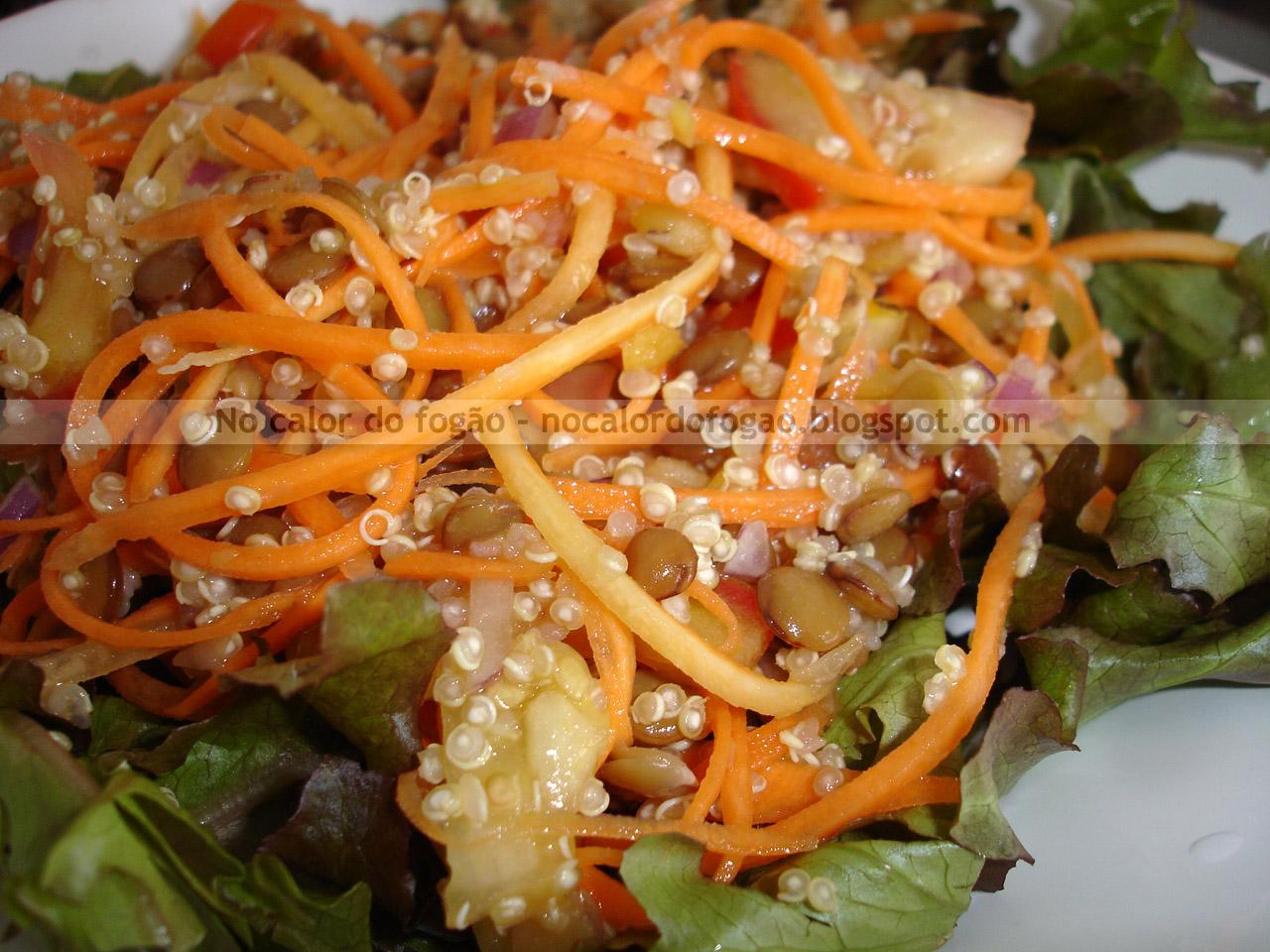 Salada de cenoura, lentilha e quinoa