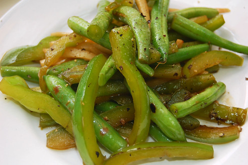 Grean Bean and Green Bell Pepper Stir Fry with Ginger