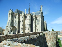 Palacio Gaudi (Astorga) (djluigi) Tags: gaudi astorga