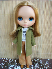 Kathleen com casaco verde