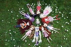 1th may, little dollie meeting <3 ( J a c k y) Tags: city girls girl coral daisies canon germany garden 1 fan spring nikon doll many 10 may jacqueline meeting jo melody mai daisy much pullip nina lin jacky johanna xiao lots veritas mailin alte dollie kirsche shinku 1th papin cocana