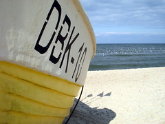 dbk-10 (kexi) Tags: shadow sea wallpaper beach water birds yellow coast boat sand nikon many horizon poland balticsea baltic september shore coolpix 2008 instantfave mywinners abigfave dabki goldstaraward