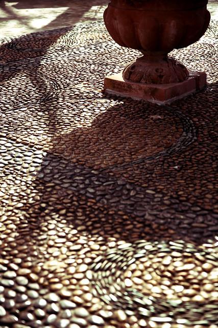 丸石床の丸影