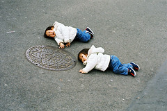 crawling babies (colodio) Tags: blue baby white playing up japan asian japanese grey tokyo stand twins babies play floor walk chinese fv5 explore learning crawl japon japonais 4018 colodio fh010006baby0402008