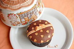 Bows n Hearts Cupcake (~Trs Chic Cupcakes by ShamsD~) Tags: brown by hearts southafrica cupcakes nikon sweet chocolate african south peach explore cupcake tres treat chic bows proudly designercupcakes shamsd chocolatemudcupcake shamimadesai madeinsouthafrica cupcakesinsouthafrica cupcakesfromsouthafrica cupcakesinpietermaritzburg weddingcupcakesinsouthafrica weddingcupcakesinpietermaritzburg
