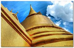 Wat Po en Bangkok (RauLopez) Tags: thailand bangkok tailandia thai hdr watpo d40 nikkor1855 estremit colourartaward tff4 goldstaraward rlopezbcn tff1 tff3 nikkorzoom1855mmf3556gediiafsdx