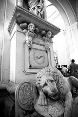 Guarded Lion (photo.klick) Tags: bw stone memorial cathedral tomb lion catedral photoblog leon burial nicaragua rubendario centroamerica katsingercom