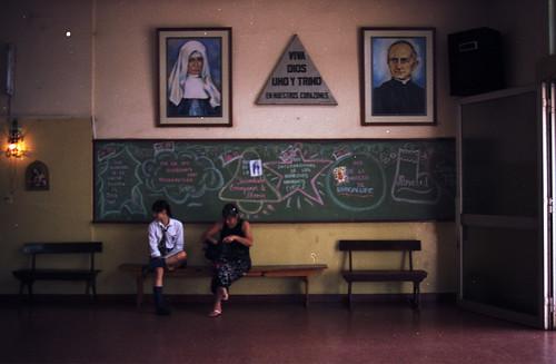 santa maria. colegio de mujeres. si no salen p... salen prost....