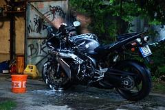 R1 Washing (Kirly Mikls - Keralka) Tags: nikon yamaha obi r1 1870mm quake3 yoshimura d80