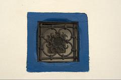 ventana (solosacofotos) Tags: azul pueblo arabe marruecos pueblos atlantico asilah assilah