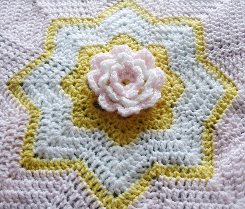 Flower snuggle blanket - centre