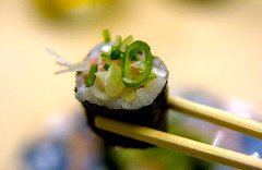 Negitoro Maki (Sonia Figone - {Food} Photography) Tags: food fish japan sushi japanese maki roll onion 2009 giappone pesce bacchette foodprofessionalphotography