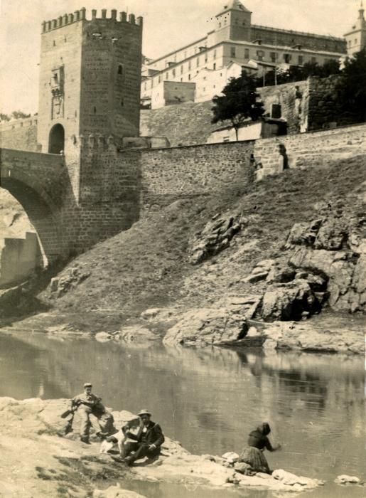 Puente de Alcántara en junio de 1905. Fotógrafo anónimo. Colección Luis Alba. Ayuntamiento de Toledo
