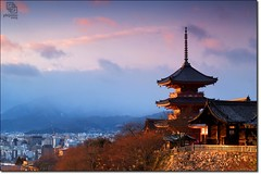Last Light on Kyoto (Phijomo) Tags: light sunset japan outdoors nikon kyoto dusk   kiyomizu kiyomizudera d80 nikond80 pinklight budhisttemple